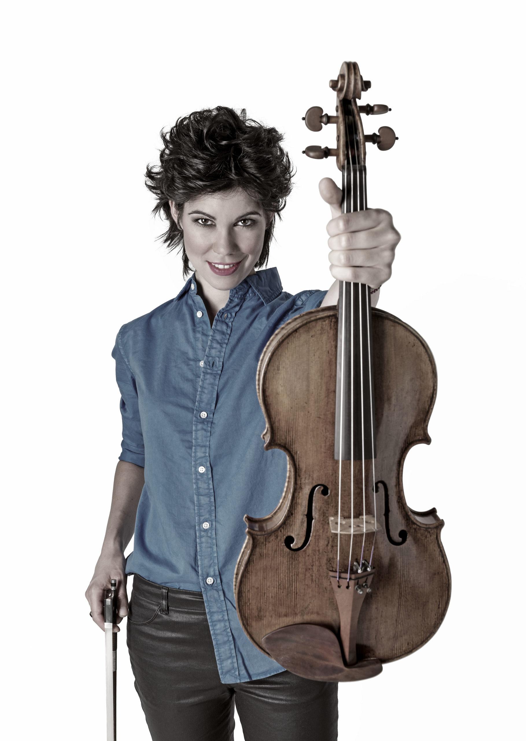 Isabel Villanueva Viola solista con la Joven Orquesta de la Comunidad de Madrid