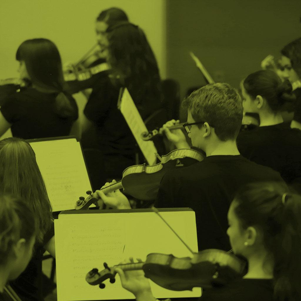 Imagen de la Joven Orquesta ensayando