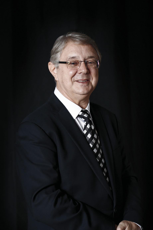Víctor Pablo Pérez Director Titular y Artístico de la Orquesta y Coro de la Comunidad de Madrid